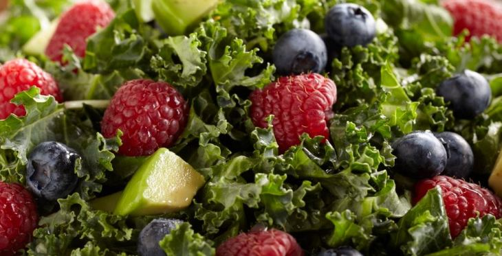kale-berry-salad