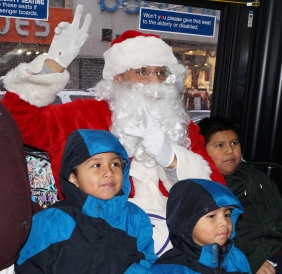 Graham Ave Santa Bus 2017 001